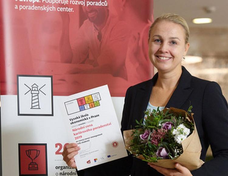 Katedra manažerské psychologie a sociologie získala Národní cenu kariérového poradenství 2019