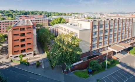 Fakulta informatiky a statistiky přijímá do doktorského studia do 31. 8. 2020
