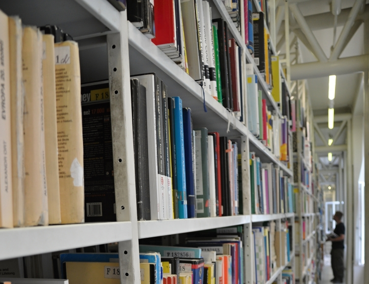 Knihovna VŠE obdržela dar z pozůstalosti paní Jean Eisler