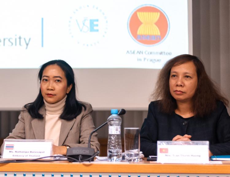 FMV hostila přednášku velvyslanců o Sdružení národů jihovýchodní Asie (ASEAN)