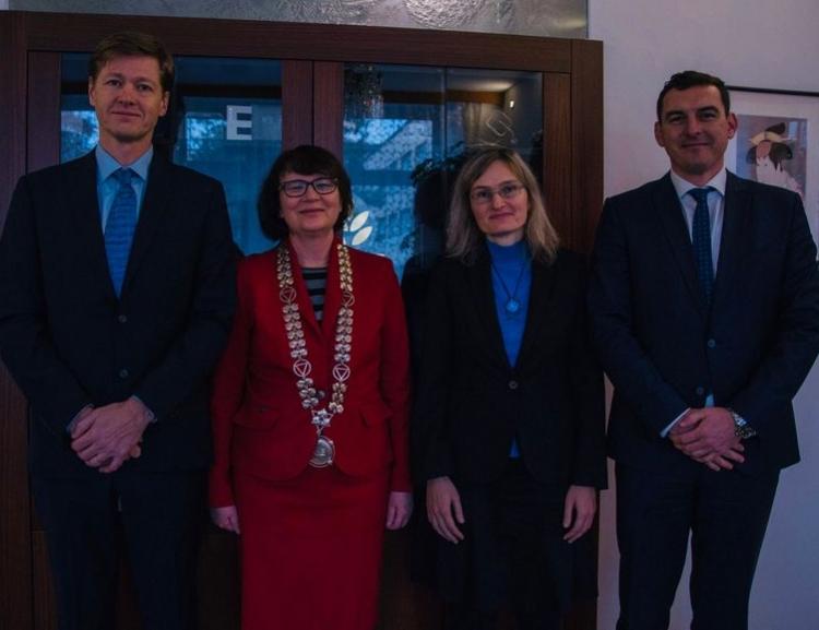 Rektorka VŠE předala jmenovací dekrety třem novým docentům