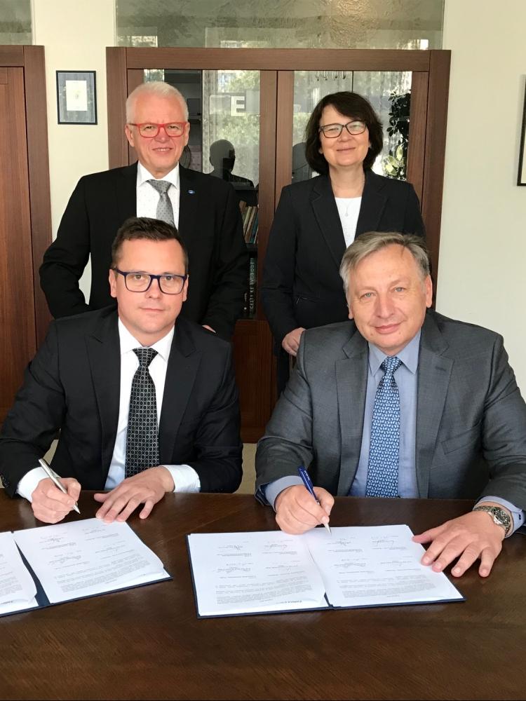 VŠE podepsala dohodu s Ekonomickou univerzitou v Bratislavě o poskytování programu double degree