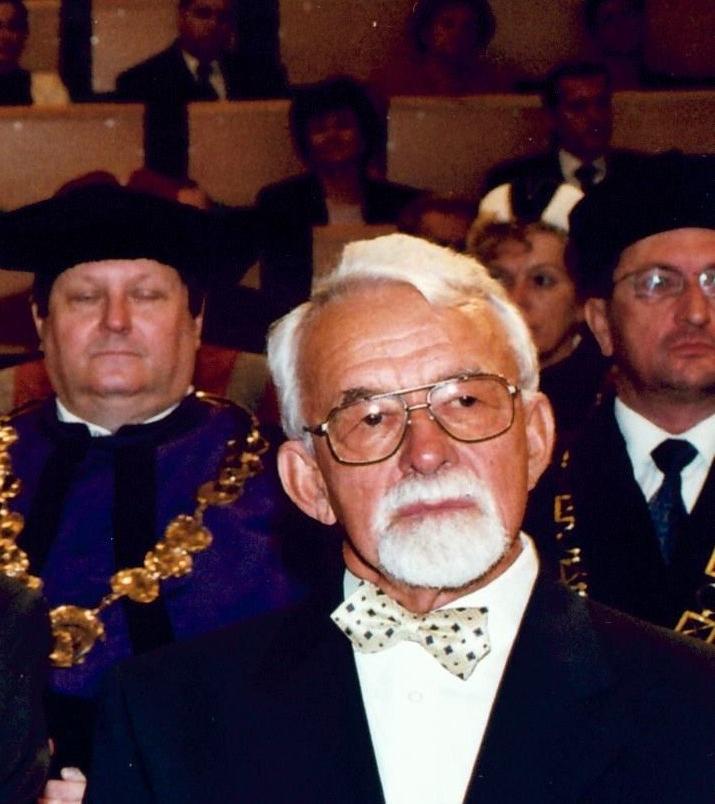 Zemřel profesor Jiří Jindra, emeritní děkan Fakulty mezinárodních vztahů