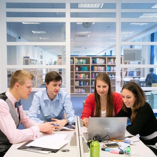 Knihovny a studovny