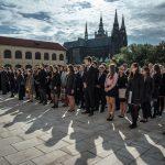Fotografie č. 2 a 3: Slavnostní zahájení akademického roku a imatrikulace studentů bakalářského studia Národohospodářské fakulty na Pražském hradě