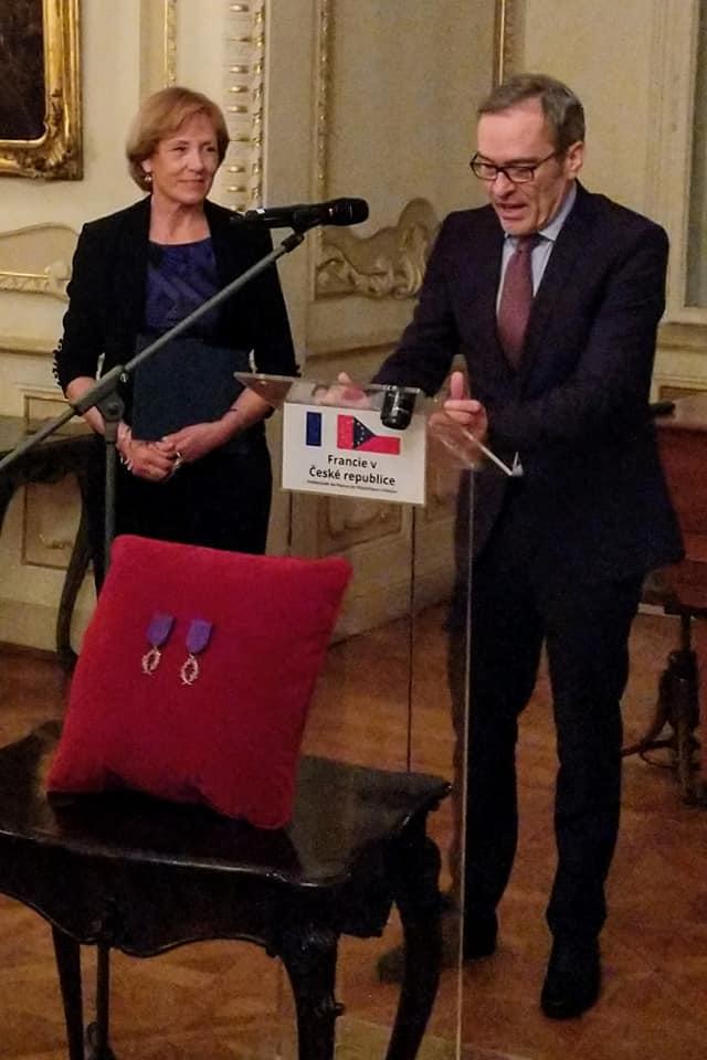 Prof. Jana Fibírová získala francouzské státní vyznamenání, stala se rytířkou Řádu akademických palem